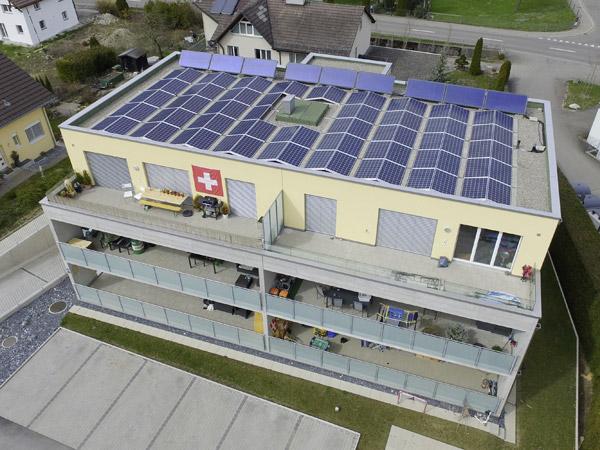 Photovoltaik-Anlage auf Flachdach