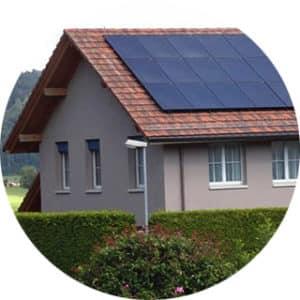 rund-aufgebaute-Photovoltaik-Anlage